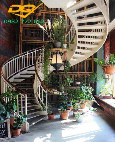 Cầu thang xoắn ốc bằng gỗ#1