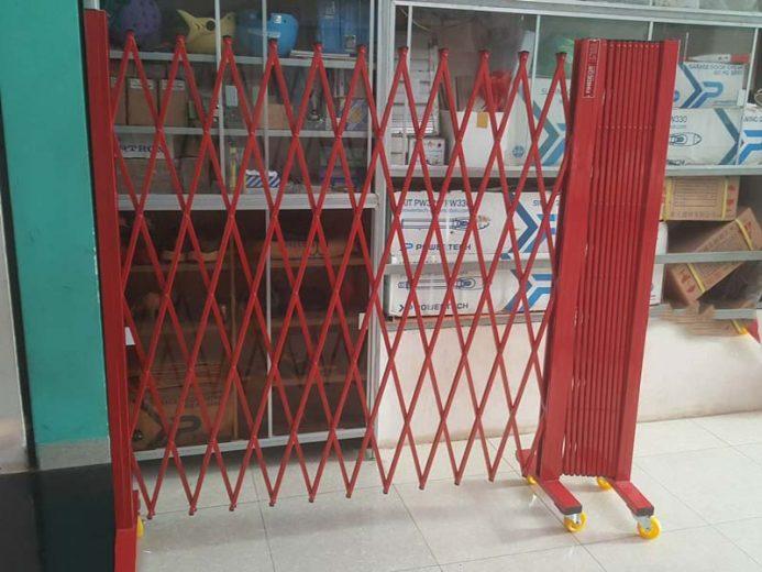Mẫu cửa sắt có bánh xe - 11