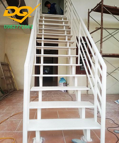 Cầu thang sắt2